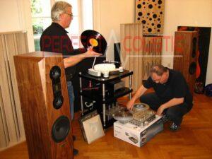 Le bass traps peut être placé même sur la table si nous avons une salle plus petite ou s'il y a une table de studio mur à mur