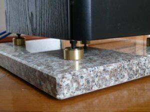 Coussinets d'isolation: dalles de haut-parleurs en granit et calcaire