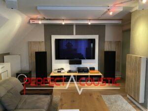 Panneaux acoustiques placés dans une salle de cinéma