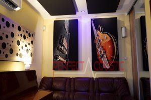 Panneaux acoustiques sur le mur