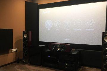 conception acoustique de cinéma maison avec absorbeur de basses d'angle