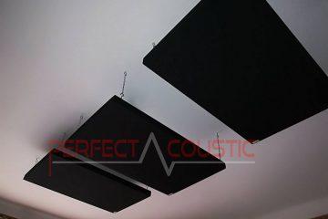 panneau acoustique placé au plafond de la salle de cinéma (2)