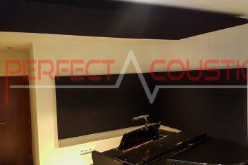 panneau acoustique placé dans la salle de piano (2)