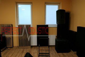 panneau avant du diffuseur panneaux acoustiques près du mur