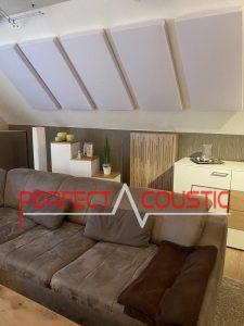 panneaux-acoustiques-au-dessus d'un canapé