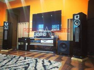use of acoustic diffusers behind the speakers (4)